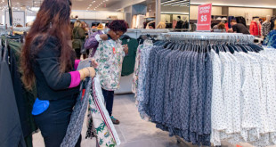 BURLINGTON, VT - OCTOBER 11:  H&M opens its first location in Vermont on October 11, 2018 in Burlington, Vermont.  (Photo by Jude Domski/Getty Images for H&M)